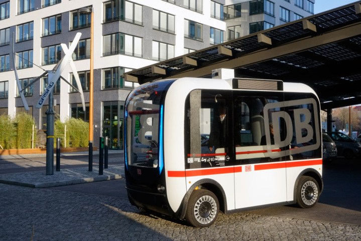 Deutsche Bahn und Berliner innoZ erproben autonomen Linienbus