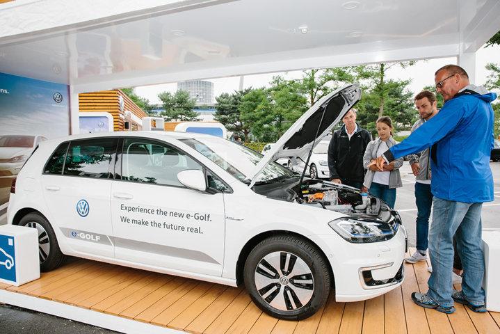 VW präsentiert die e-Roadshow in Wolfsburg