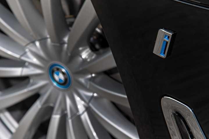 BMW Group setzt im September über 10.000 elektrifizierte Fahrzeuge ab