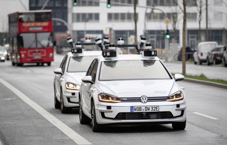 Autonome Volkswagen e-Golf in Hamburg
