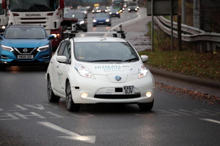 Nissan LEAF fährt vollautonom durch Großbritannien
